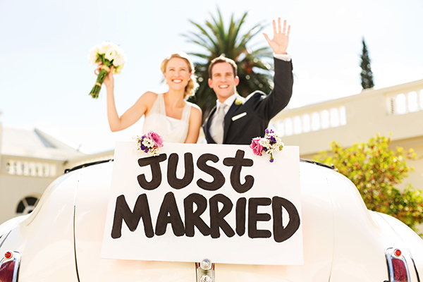 newlyweds just married getaway car