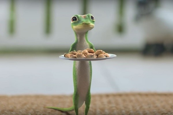 GEICO Gecko holding plate of cookies
