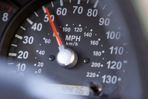 A speedometer registering 50 miles per hour, or 80 km/h.