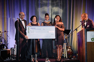 GEICO presents Jazzmine with $2,000 scholarship check