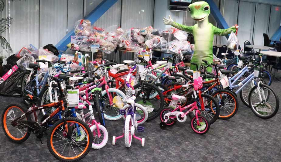 GEICO's Lakeland, Fla. office associates collected gifts for the Salvation Army's Angel Tree program