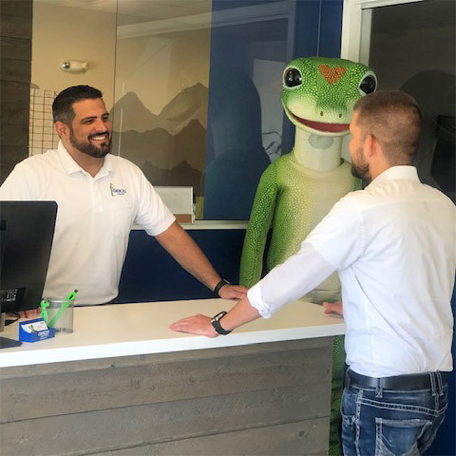 GEICO local agent talking to customer